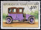 CHAD - CIRCA 1999: A stamp printed in Chad shows retro car Renault 1906, France, circa 1999 — Stock fotografie