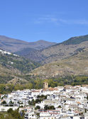 View of white village with the Sierra Nevada mountains to the rear, Cadiar, Las Alpujarras, Granada Province, Spain. — Stock Photo