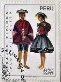 Peru - cerca de 1972: um selo impresso no peru dedicada aos trajes e danças tradicionais do peru, mostra ocongate cuzco, por volta de 1972 — Fotografia Stock