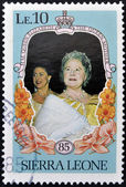 SIERRA LEONE - CIRCA 1985: A stamp printed in sierra Leone shows the Queen Mother, Mother of Queen Elizabeth 2nd, circa 1985 — Foto de Stock