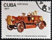 Cuba - circa 1977: francobollo stampato a cuba dimostra vecchio camion dei pompieri, circa 1977. — Foto Stock