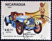 Nicaragua - circa 1984: un sello impreso en nicaragua muestra de coches de época, circa 1984 — Foto de Stock