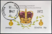 STAFFA - CIRCA 1972: stamp printed in Staffa, Scotland shows the crown of Queen Elizabeth II, circa 1972 — Stok fotoğraf