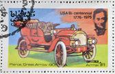 年頃 1976年 - オマーン: オマーンの状態で印刷スタンプを示します、アメリカ車、ピアース、偉大な年頃 1976年の矢印 1905年アメリカ — ストック写真