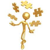 жонглирование кусочки головоломки — Стоковое фото