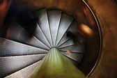 Grunge trap met twee silhouetten. — Stockfoto