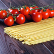 Raw spaghetti and tomatoes — Stock Photo #14880603