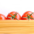 Raw spaghetti and tomatoes — Stock Photo