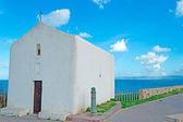 Kapliczka nad morzem — Zdjęcie stockowe