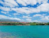 Zümrüt su ve bulutlar — Stok fotoğraf