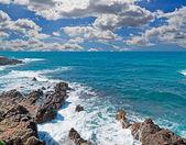 Ondas e nuvens — Foto Stock