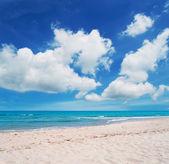Platamona beach and clouds — Stock fotografie