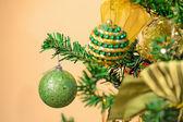 绿色圣诞球 — 图库照片