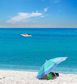 Boat and umbrella — Stock Photo