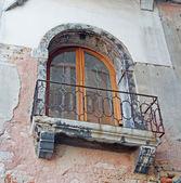 Alte balkon — Stockfoto