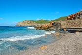 蓝色的水和岩石 — 图库照片