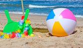 Parasol, rakiety i piłki — Zdjęcie stockowe