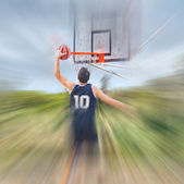 Dunking under clouds — Stockfoto
