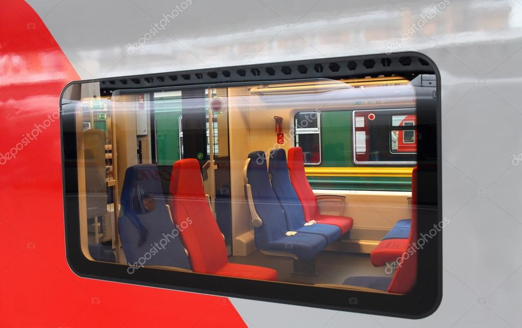 女人男人头火车窗外