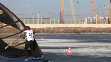 Winter windsurfing Slalom — Stock Video