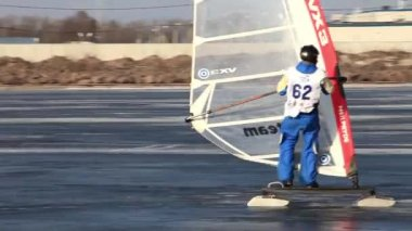 Slalom at  winter windsurfing — Stock Video
