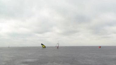 North Sea ice race windsurfing — Stock Video