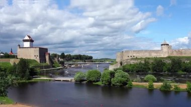 View fortress of Narva and Ivangorod fortress — Stock Video