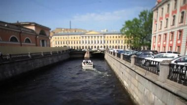 Travel on canals of St. Petersburg time Lapse Film Tilt — Stock Video