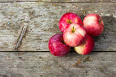 Apples on the wood table — Stock Photo