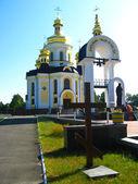 Croix et belle église — Photo