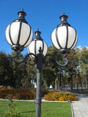 Lanterns in city park — Stock Photo