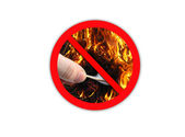 Sign forbidding to make fire — Stock Photo