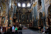 People in magnificent churche of Lvov — Foto Stock