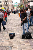 Musician plays guitar in the street of Lvov — Stock Photo