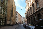 Street in Lvov with parked cars — Stockfoto