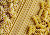 Three types of uncooked (raw) pasta (macaroni): spaghetti, fusilli and fiori — Photo
