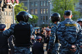 MOSCOW MAY 7: Riot police at an opposition protest against president Putins inauguration on May 7, 2012 in Moscow, Russia. — Stock Photo