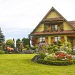 Ottrott (Alsace) - House and garden — Stock Photo