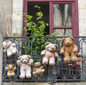 Uzes (France), hanged teddy bears — Stock Photo