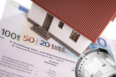 Home and heating costs — Stock Photo
