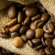 Coffee beans in a juta bag — Stock fotografie