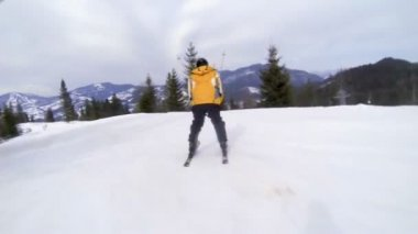 Motion camera view of skier is riding in the mountains — Stock Video