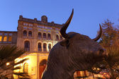 Bull statue in front of the Plaza de Toros. El Puerto de Santa Maria, Andal — Stock Photo