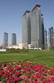 Небоскребы в Уэст-Бэй Доха, Катар — Стоковое фото