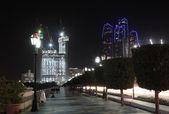 Emirati arabi uniti abu dhabi corniche di notte — Foto Stock
