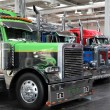 Peterbilt vrachtwagen bij de international motor show — Stockfoto