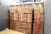 Ladungssicherung in einen lieferwagen — Stockfoto