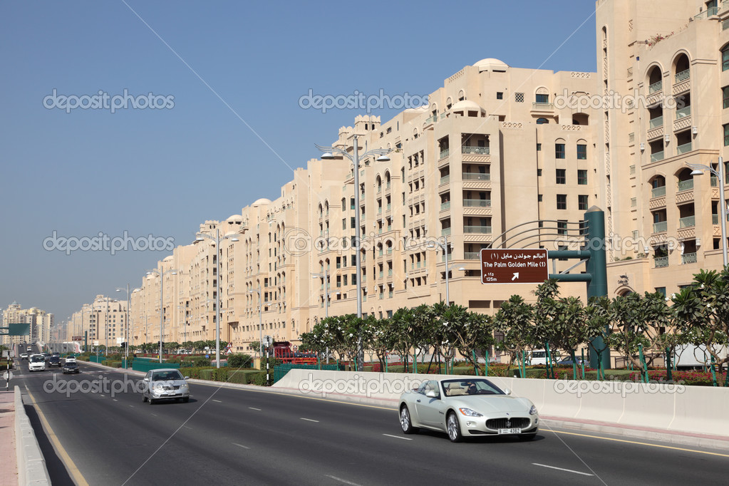 Street on Palm Jumeirah, Dubai, United Arab Emirates — Stock fotografie #13540059