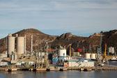Industriële haven van een olieraffinaderij — Stockfoto