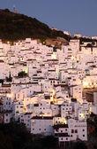 Andalusisch dorp casares in de schemering. costa del sol, spanje — Stockfoto